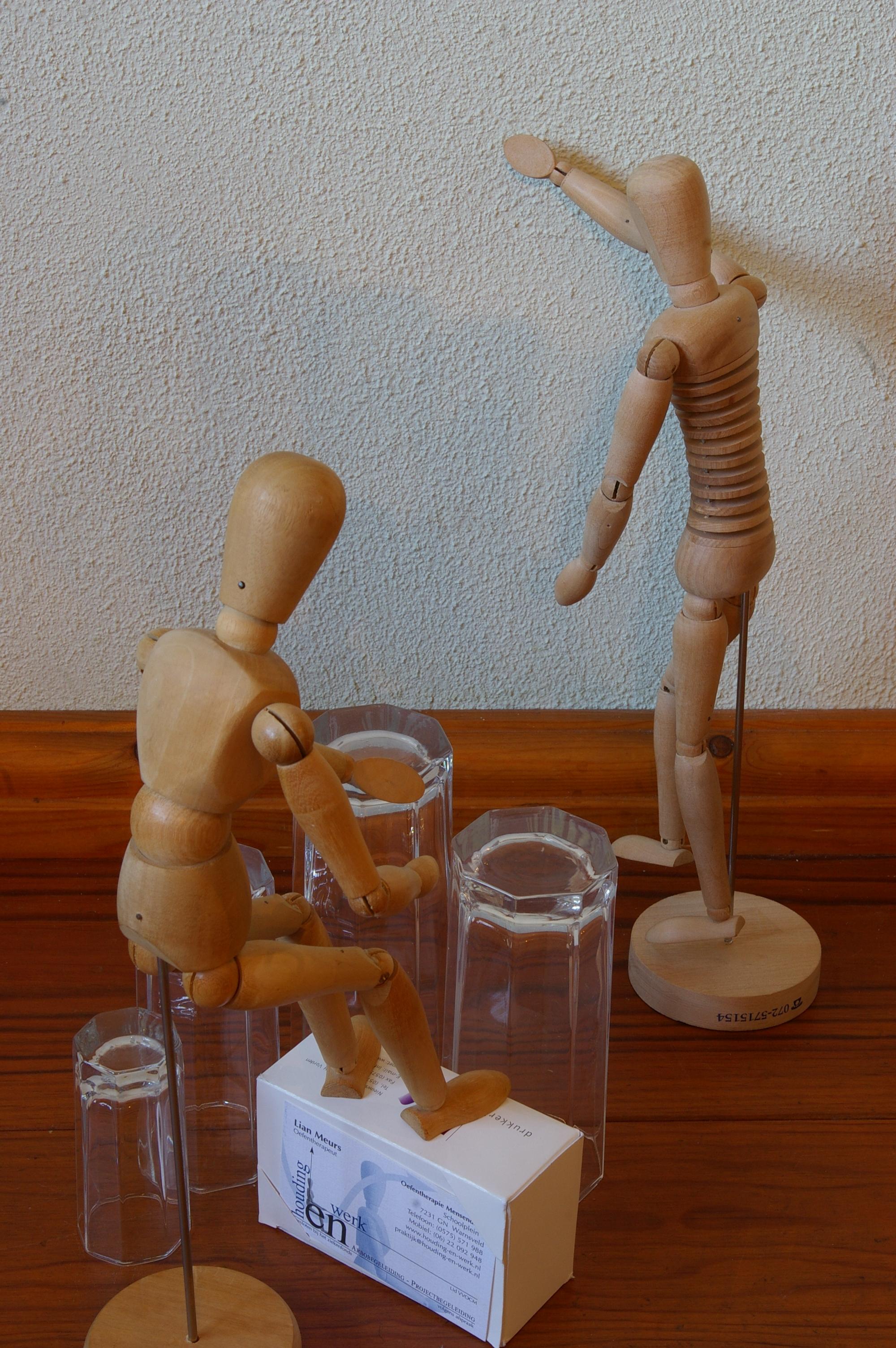 Voorstelling H-en-W, houten poppetjes 012